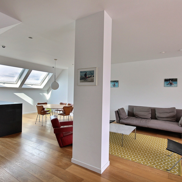 Rue aux Laines: Bright design penthouse with south terrace