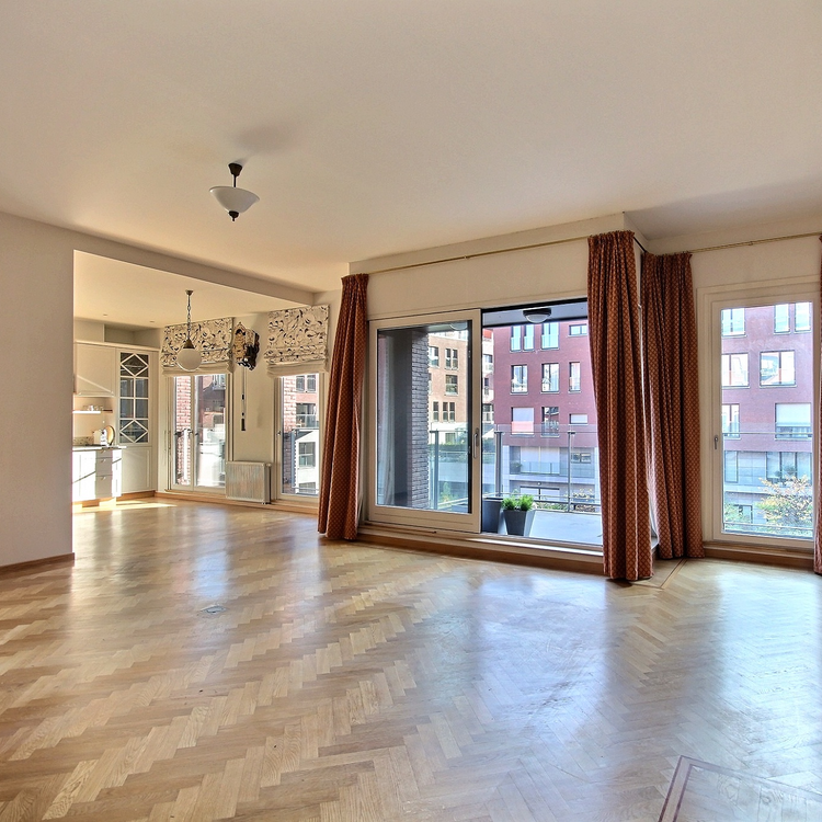 Sablon : Luxurious apartment with all comfort, south-west terrace