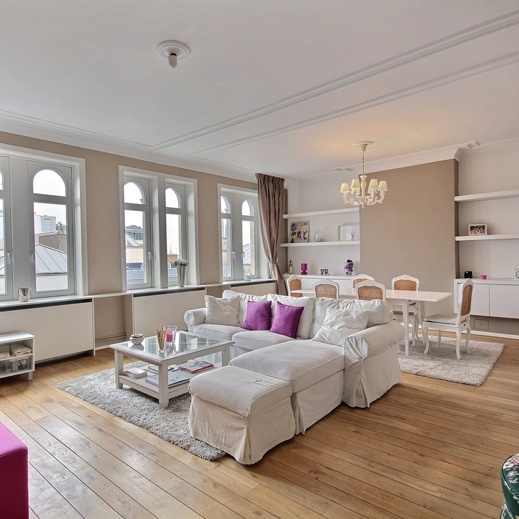 Beautiful Duplex Penthouse with terrace in Rue aux laines