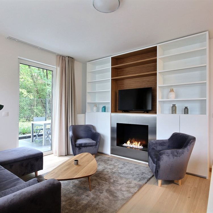 Woluwe St. Lambert: Luxurious modern furnished apartment with terrace